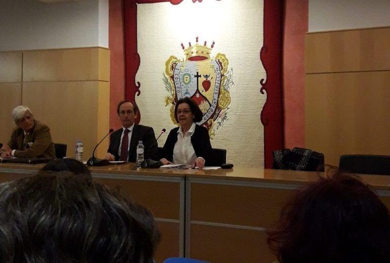 Beatriz Conejo - charla - apartamentos turísticos, RTA, Registro Turístico Andalucía, Alquileres Turísticos
